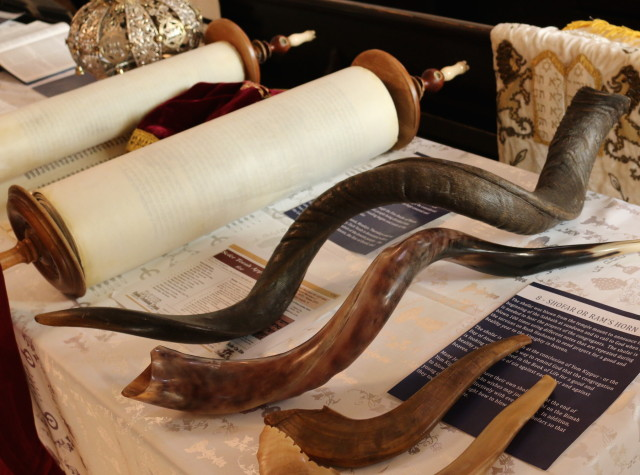 Congregation B'Nai Israel Open House 2017 - Newman Memorial Jewish Community Centre - Torah and Ram Horns.mosaicedition/ea