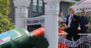 Niagara Grape & Wine Festival Meridian Grande Parade- Grape King